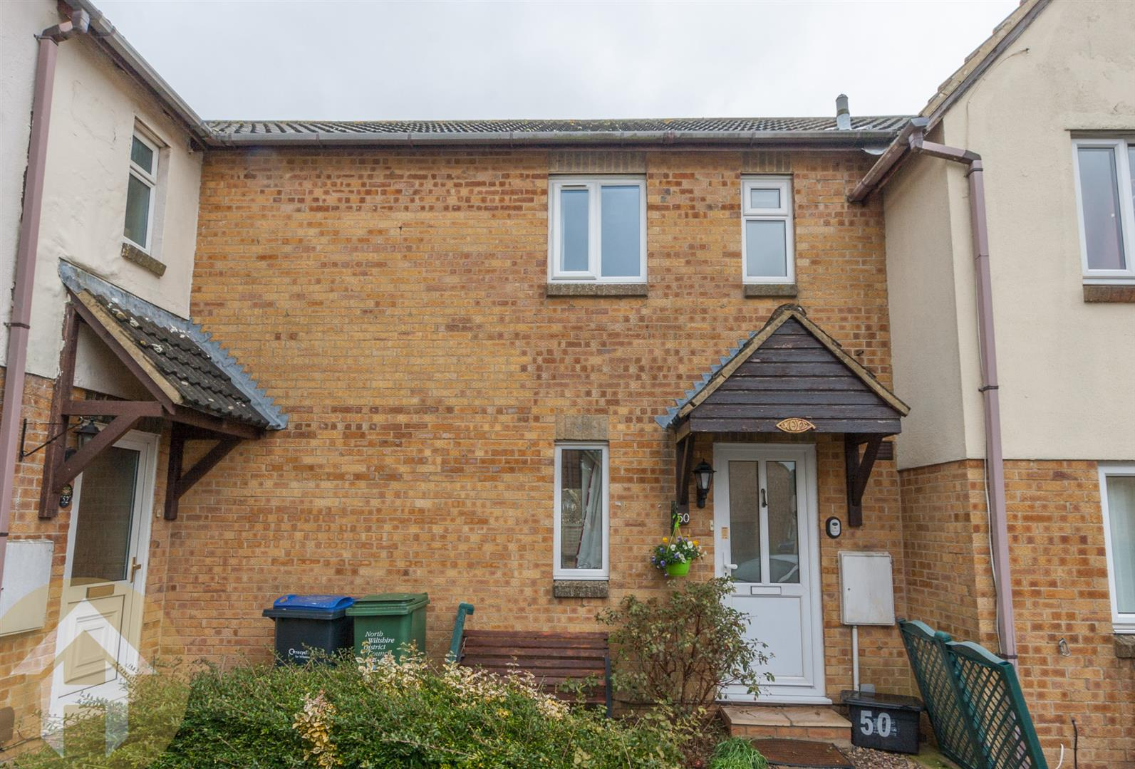 2 Bedrooms Terraced House for sale in Orchard Mead, Royal Wootton Bassett